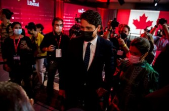 Canadian Prime Minister Justin Trudeau leaves with wife Sophie Gregoire-Trudeau after delivering his victory speech at the Fairmount Queen Elizabeth Hotel in Montreal, Quebec, early on September 21, 2021. - Canadians returned Liberal Prime Minister Justin Trudeau to power on September 20 in hotly contested elections against a rookie conservative leader, but he failed to gain an absolute majority, according to projections by television networks. (Photo by Andrej Ivanov / AFP)