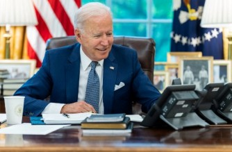 """In this image released by The White House, US President Joe Biden talks on the phone with French President Emmanuel Macron on September 22, 2021, in the Oval Office of the White House in Washington, DC. - Biden and  Macron spoke for the first time since a row erupted over the sale of submarines to Australia, vowing to restore confidence damaged by what Paris saw as betrayal. In a joint statement issued after the call, the leaders vowed to launch a process of """"in-depth consultations... for ensuring confidence"""" and to meet in Europe at the end of October at an unspecified location. (Photo by Adam Schultz / The White House / AFP) / RESTRICTED TO EDITORIAL USE - MANDATORY CREDIT """"AFP PHOTO / The White House/Adam Schultz"""" - NO MARKETING - NO ADVERTISING CAMPAIGNS - DISTRIBUTED AS A SERVICE TO CLIENTS"""