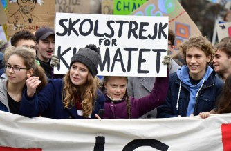 """(FILES) This file photo taken on March 29, 2019 shows German climate activists Luisa Marie Neubauer (2nd L) and Jakob Blasel (R) and Swedish climate activist Greta Thunberg (C) during a """"Fridays for Future"""" demonstration in Berlin. (Photo by Tobias SCHWARZ / AFP) / TO GO WITH AFP INTERVIEW on SEPTEMBER 23, 2021"""