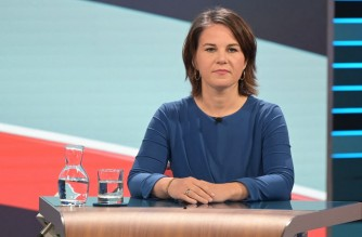 Co-leader of Germany's Greens (Die Gruenen) and the party's candidate for chancellor Annalena Baerbock attends a televised discussion at German public TV station ZDF following the initial election results on September 26, 2021 in Berlin. (Photo by Sebastian Gollnow / POOL / AFP)