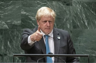 NEW YORK, NEW YORK - SEPTEMBER 22: British Prime Minister Boris Johnson gives a thumb up after addressing the 76th Session of the U.N. General Assembly on September 22, 2021 in New York City. More than 100 heads of state or government are attending the session in person, although the size of delegations are smaller due to the Covid-19 pandemic.   Eduardo Munoz - Pool/Getty Images/AFP (Photo by POOL / GETTY IMAGES NORTH AMERICA / Getty Images via AFP)