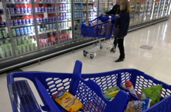 Customers buy dairy products at a supermarket in Buenos Aires on August 15, 2019. - Argentine President Mauricio Macri on Thursday reinforced his battery of relief measures in order to face an expected rise of inflation, by eliminating the sales tax on some food products until the end of year, following a crushing defeat in party primaries over the weekend. (Photo by JUAN MABROMATA / AFP)