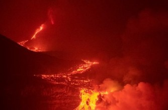"""The lava flow produced by the Cumbre Vieja volcano falls into the Atlantic Ocean at Los Girres beach in Tazacorte on the Canary island of La Palma early on September 30, 2021. - Lava from the erupting volcano on La Palma in the Canary Islands that began cascading into the ocean 36 hours ago has already covered more than 25 acres at sea, experts said today. Since it began on September 19, the dramatic eruption has forced thousands out of their homes, while lava has destroyed hundreds of houses, businesses and huge swathes of banana plantations. (Photo by Instituto Espanol de Oceanografia / AFP) / RESTRICTED TO EDITORIAL USE - MANDATORY CREDIT """"AFP PHOTO /  Instituto Espanol de Oceanografria /IEO-CSIC"""" - NO MARKETING - NO ADVERTISING CAMPAIGNS - DISTRIBUTED AS A SERVICE TO CLIENTS"""