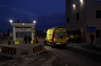 """An ambulance enters the port of Palma de Mallorca as Spanish rescuers pulled 14 people to safety, in the sea off the Island of Cabrera, on Mallorca Island on October 4, 2021. - Spanish authorities, who had initially said that they had found 11 bodies off the Balearic Islands, corrected their assessment in the evening to say that 14 people had been found alive and that no dead had been found as yet. Fourteen people travelling in the type of makeshift boat used by the migrants """"have been recovered alive. No fatalities have been located for the moment,"""" the Balearic prefecture said, adding that they were still searching for three people presumed missing. (Photo by JAIME REINA / AFP)"""