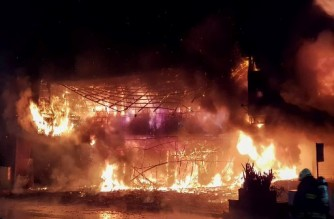 """This handout photo released by the Kaohsiung Fire Department on October 14, 2021 shows firefighters battling an overnight blaze that tore through a building in the southern Taiwanese city of Kaohsiung, killing at least 46 people and injuring dozens of others. (Photo by Handout / Kaohsiung Fire Department / AFP) / RESTRICTED TO EDITORIAL USE - MANDATORY CREDIT """"AFP PHOTO / KAOHSIUNG FIRE DEPARTMENT """" - NO MARKETING - NO ADVERTISING CAMPAIGNS - DISTRIBUTED AS A SERVICE TO CLIENTS"""