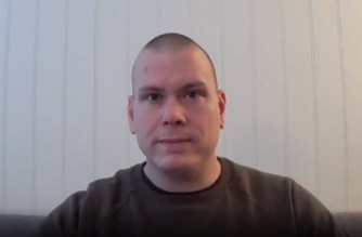 """In this video grab made on October 14, 2021 shows Espen Andersen Brathen, the alleged perpetrator of the Kongsberg attack, in a video from 2017. - Norway's intelligence service PST said on October 14, 2021 that a bow-and-arrow attack that killed five people the previous day seemed to be an """"act of terror."""" (Photo by - / - / AFP)"""