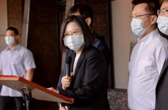 """This handout picture taken and released by Taiwan Presidential Office on October 16, 2021, shows President Tsai Ing-wen(C) speaking outside a hospital after an overnight fire tore through a building in the southern Taiwanese city of Kaohsiung, killing at least 46 people and injuring dozens of others. (Photo by Handout / Taiwan Presidential Office / AFP) / RESTRICTED TO EDITORIAL USE - MANDATORY CREDIT """" AFP PHOTO / Taiwan Presidential Office"""" - NO MARKETING - NO ADVERTISING CAMPAIGNS - DISTRIBUTED AS A SERVICE TO CLIENTS"""