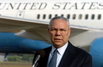(FILES) In this file photo taken on January 7, 2005, former US Secretary of State Colin Powell addresses a press conference at Katunayake Military Airport in Colombo. - Colin Powell, a US war hero and the first Black secretary of state, has died from complications from Covid-19, his family said on October 18, 2021. He was 84. (Photo by Indranil MUKHERJEE / AFP)
