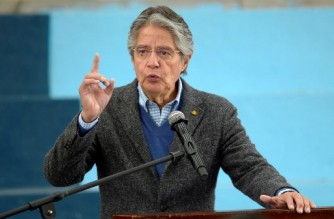 (FILES) In this file photo taken on September 1, 2021 Ecuadorean President Guillermo Lasso delivers a speech at the Manuela Canizares public high school in Quito, as face to face classes return after 17 months of suspension due to the COVID-19 pandemic. - Lasso announced on October 18, 2021 that he decreed a state of exception for the entire country in the face of an increase in the levels of violence in the streets due to drug trafficking, ordering the mobilization of the public force. (Photo by Rodrigo BUENDIA / AFP)