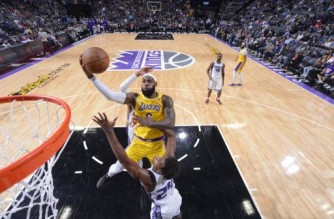 SACRAMENTO, CA - OCTOBER 14: LeBron James #6 of the Los Angeles Lakers shoots the ball during a preseason game against the Sacramento Kings on October 14, 2021 at Golden 1 Center in Sacramento, California. NOTE TO USER: User expressly acknowledges and agrees that, by downloading and or using this Photograph, user is consenting to the terms and conditions of the Getty Images License Agreement. Mandatory Copyright Notice: Copyright 2021 NBAE   Rocky Widner/NBAE via Getty Images/AFP (Photo by ROCKY WIDNER / NBAE / Getty Images / Getty Images via AFP)