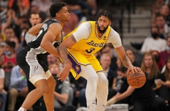 SAN ANTONIO, TX - OCTOBER 26: Anthony Davis #3 of the Los Angeles Lakers drives to the basket against the San Antonio Spurs on October 26, 2021 at the AT&T Center in San Antonio, Texas. NOTE TO USER: User expressly acknowledges and agrees that, by downloading and or using this photograph, user is consenting to the terms and conditions of the Getty Images License Agreement. Mandatory Copyright Notice: Copyright 2021 NBAE   Darren Carroll/NBAE via Getty Images/AFP (Photo by Darren Carroll / NBAE / Getty Images / Getty Images via AFP)