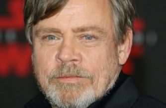 """(FILES) In this file photo taken on December 9, 2017 Actor Mark Hamill arrives for the premiere of Disney Pictures and Lucasfilm's """"Star Wars: The Last Jedi"""" at The Shrine Auditorium, in Los Angeles. Hamill -- Luke Skywalker from the """"Star Wars"""" saga -- will present an Oscar at the upcoming Academy Awards before getting his Walk of Fame star. Hamill will attend the Oscars, March 4, four days before he is honored personally with his Hollywood Walk of Fame star.  / AFP PHOTO / JEAN-BAPTISTE LACROIX"""